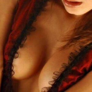 femme belle poitrine saint denis